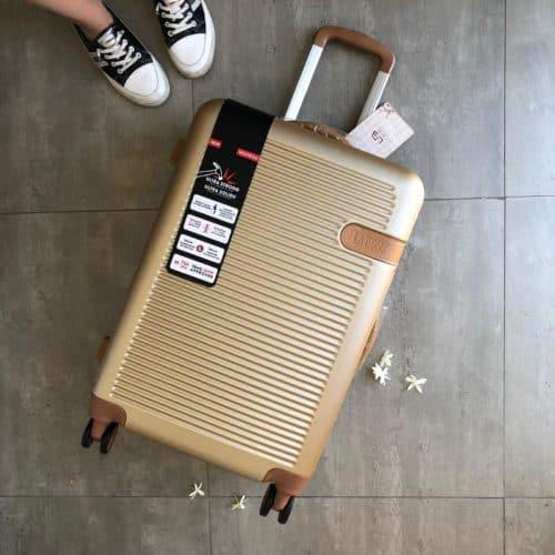 מזוודה קשיחה