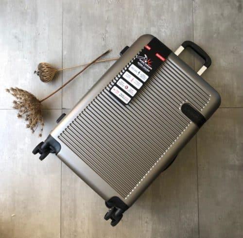 מזוודה בינונית קשיחה