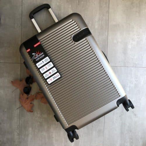 מזוודה גדולה קשיחה